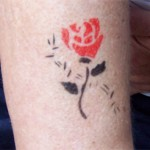 Airbrush Rosenmotive als Tattoo