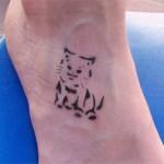Katzen Tattoo am Fuss