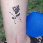 Airbrush Tattoo Rose am Bein in Zabeltitz