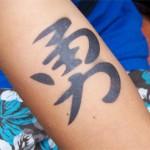 Chinesische Schriftzeichen als Airbrush Tattoos