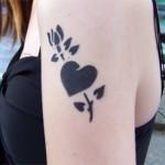 Mama hat nun auch ein Airbrush Tattoo am Arm