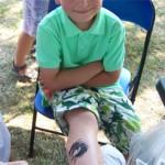 Kinder Tattoo am Bein